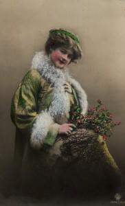 kobieta z płaszczem w futrze